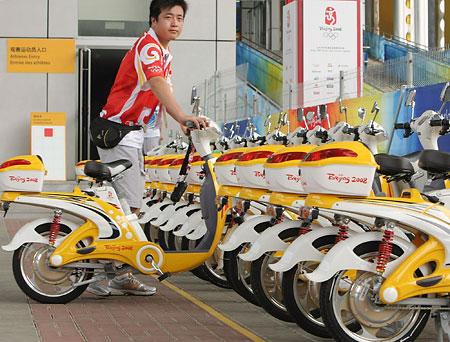 五輪・ずらりと並んだ電気自転車