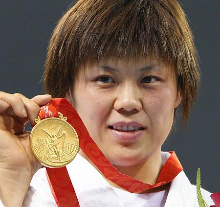五輪・金メダル掲げる上野