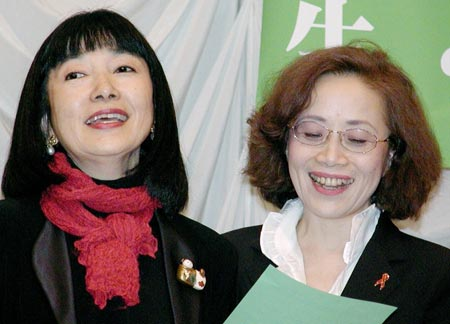 マイクも握る菅伸子夫人:時事ドットコム