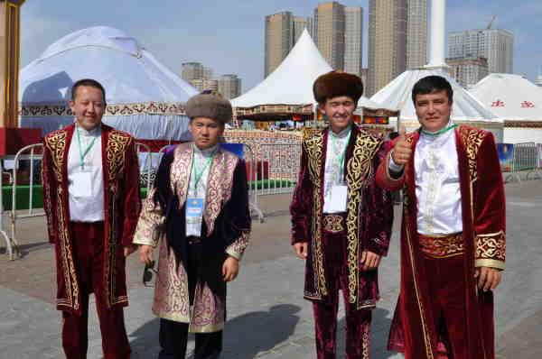 躍動するカザフの首都アスタナ:...