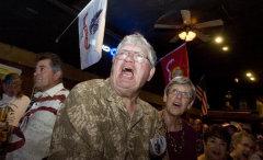 カリフォルニア州ビクタービルで開かれた保守派のポピュリスト運動「ティーパーティー」の集会で、「Freedom!(自由を!)」と叫んでいる男性=2010年8月[提供:デイリープレス、撮影:ジェームズ・クイッグ氏]