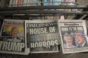 米大統領選での共和党候補ドナルド・トランプ氏の勝利を報じる新聞=2016年11月9日、ニューヨーク【AFP=時事】