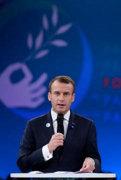 パリ平和フォーラムで演説するマクロン仏大統領=2018年11月11日、パリ【AFP時事】