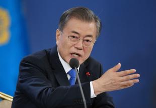 青瓦台で年頭記者会見に臨む韓国の文在寅大統領=2019年1月10日、ソウル【AFP時事】