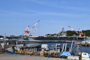 視線の先に海自艦、同盟の拠点 米軍横須賀基地:時事ドットコム
