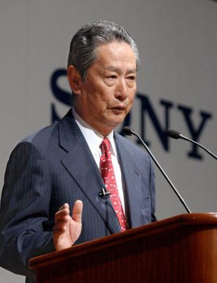 2004年度の経営方針について説明するソニーの出井伸之会長=04年5月19日、東京都内【時事通信社】