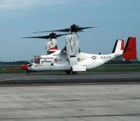 オスプレイの試作型3号機。1990年に初飛行し、海軍・海兵隊向けの機体用データを集めるため、洋上試験などに用いられた[米国防総省提供]【時事通信社】