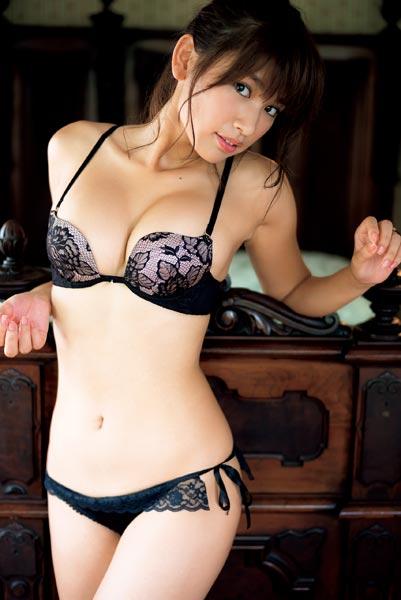 久松郁実の彼氏や話題の写真集「La iku」のグラビア画像などまとめ!