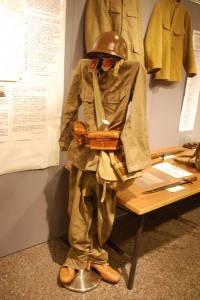 旧日本兵が使っていた軍服=2013年7月、東京都台東区【時事通信社】