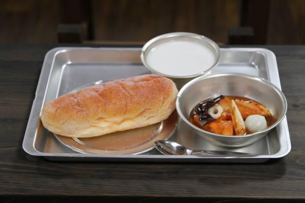 【政治】給食にもっとパンを 国会議員80人が議連設立 [転載禁止]©2ch.net YouTube動画>1本 ->画像>34枚