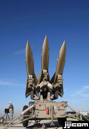 イランの地対空ミサイル「シャヒン」。イスラム革命前の19…:世界の ...