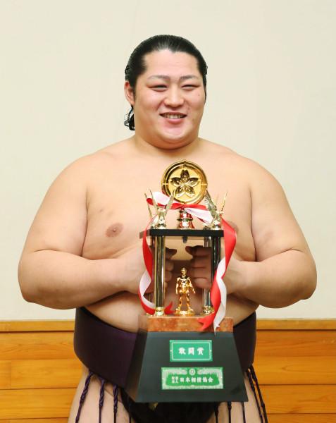 大相撲初場所の三賞選考委員会が...