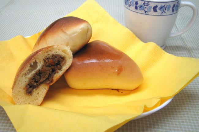エスフィーハ ブラジルのパンで、中には牛ミン…:魅惑のブラジル料理 ...