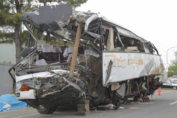 2012年4月29日午前4時50分ごろ、群馬…:関越道バス衝突事故 ...
