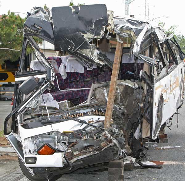 関越道バス衝突事故 写真特集:時事ドットコム