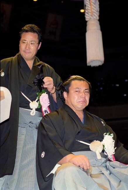 元横綱千代の富士の断髪式で師匠...