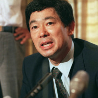 退院後、弁護士宅で会見する河野義行さん…:日本震撼、オウム事件全史 ...
