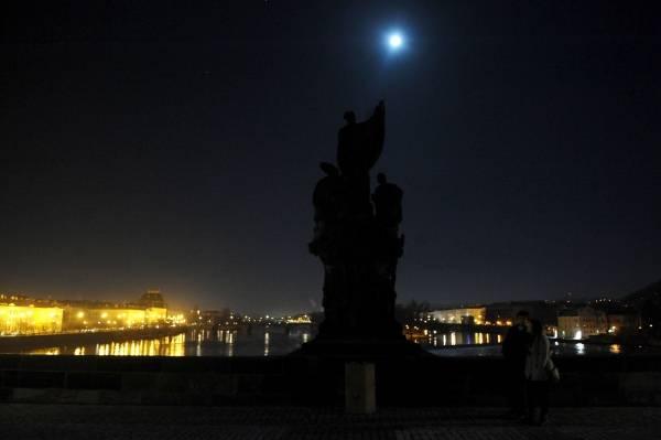 チェコの月光 プラハのカレル橋...