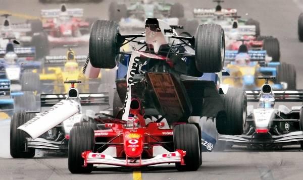 2002年のF1開幕戦オ…:宙を舞う...