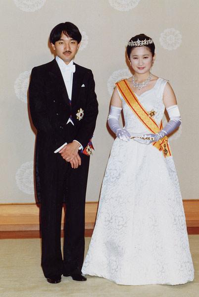 皇族になるという結婚式に8000円の靴をはいた筆頭宮妃 , 列