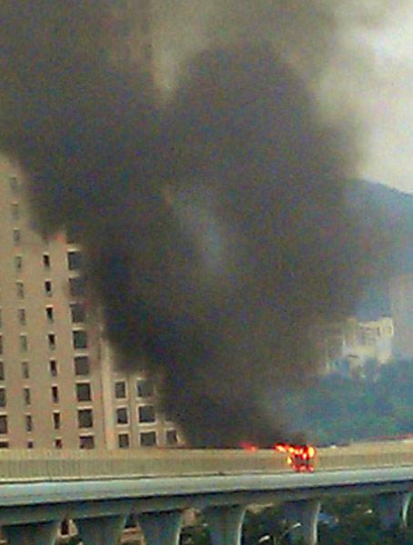 中国・アモイでバス炎上 写真特集