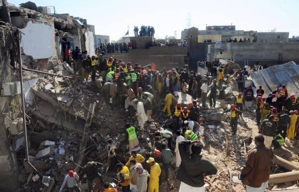 パキスタン・ビル倒壊事故 写真特集
