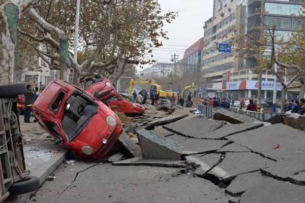 中国青島・石油パイプライン爆発事故 写真 特集