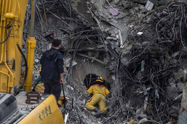 台湾南部でM6.4の地震 写真 特集