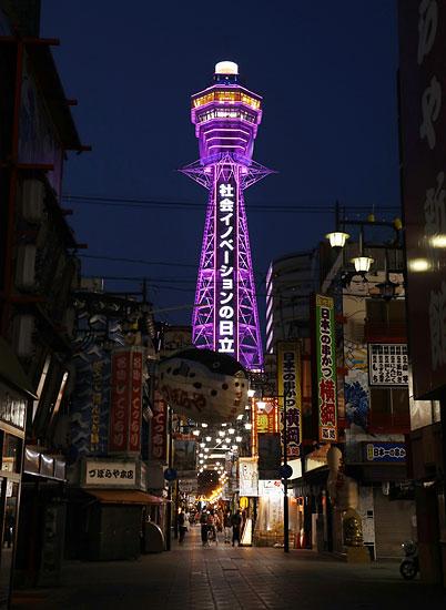 新型コロナウイルス感染拡大による緊急事態宣言を受け、大阪・新世界のシンボル、通天閣(大阪市浪速区)の展望台が9日、臨時…