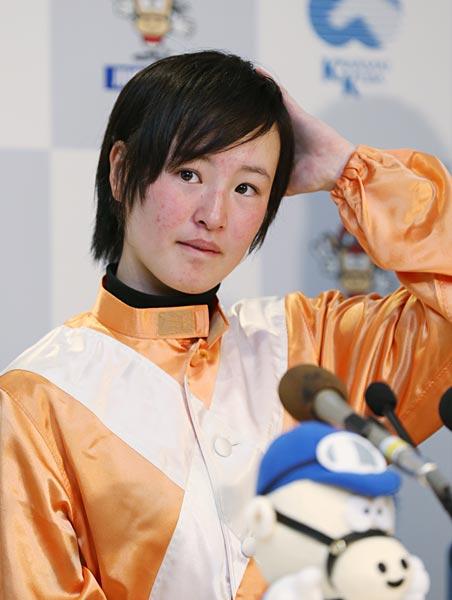 日本中央競馬会(JRA)で16年ぶり7人目…:女性騎手 藤田菜七子 ...