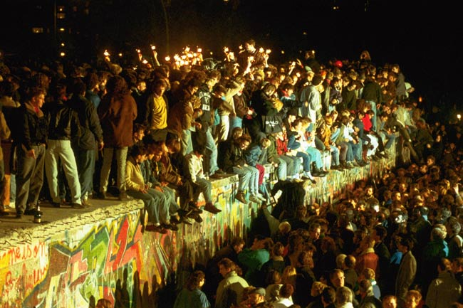 平成元年(1989年) ベルリンの壁崩壊 東欧諸国で\u2026:平成の