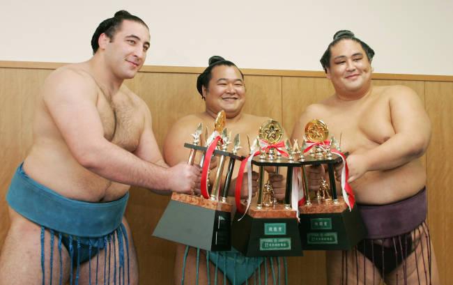 大相撲九州場所で三賞に選ばれた...