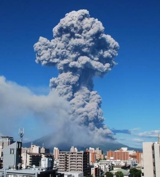 鹿児島市の桜島の昭和火口で18日午後4時半ごろ…:桜島、噴火の歴史 ...