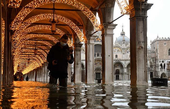 水没 ヴェネツィア ベネチアを水没から救うか、期待の「モーゼ計画」とは 温暖化で増える高潮