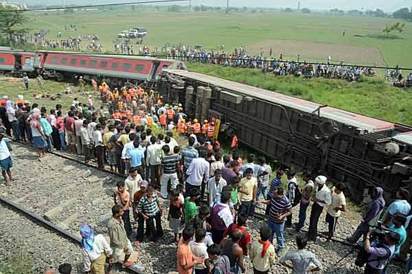 インドで列車脱線 4人死亡〜共産党毛派の犯行か〜 写真特集