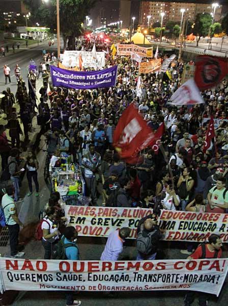 ブラジルでデモ〜「W杯より福祉を!」〜 写真特集