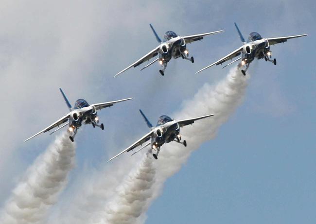 航空自衛隊ブルーインパルス 写...