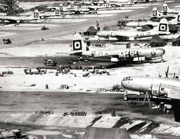 グアム島ノースフィールド(北飛行場…:「超」空の要塞 B29爆撃機 ...