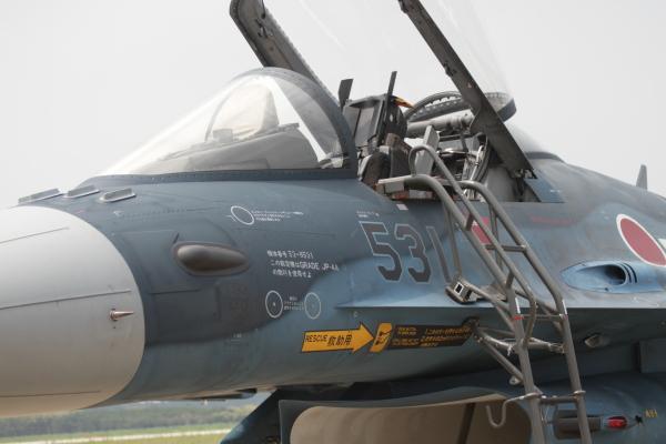 航空自衛隊のF2戦闘機。コックピ...