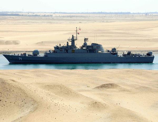 スエズ運河を通過するイラン海軍...