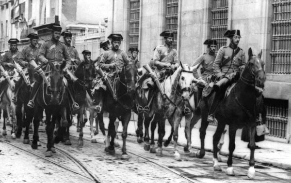1936年7月、スペイン人民戦線政...