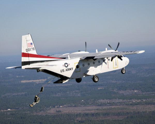 CASA212汎用輸送機 米陸軍が保有する数少ない…:アメリカ陸軍 ...