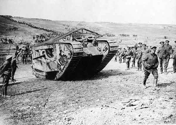 1916年9月、フランス北…:戦車の時代~第1次世界大戦の新兵器 ...