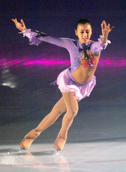 フィギュアスケートのエキシビション「日興AMジャパンスーパーチャレンジ2008」で演技する浅田