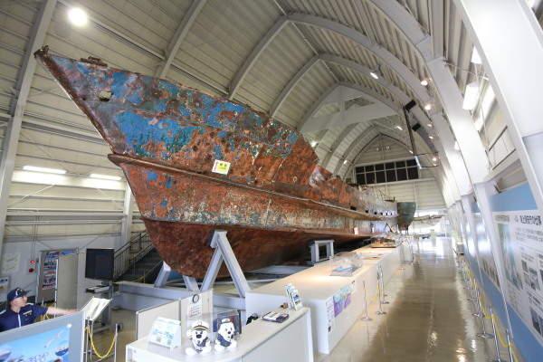 北朝鮮工作船~船体の弾痕、証拠品の数々~ 写真特集