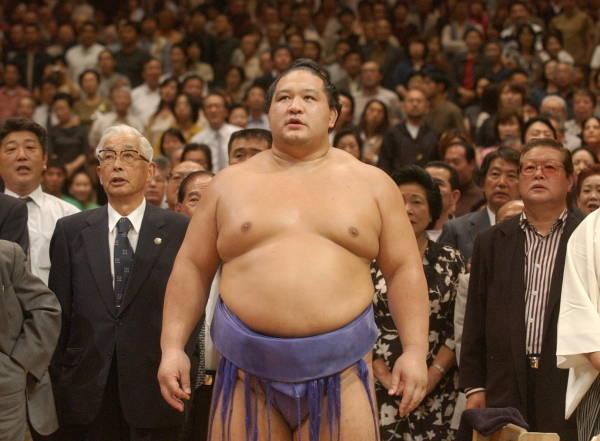◇魁皇 7場所ぶり5度目の優勝を決め、表彰式を…:日本人力士の優勝 ...