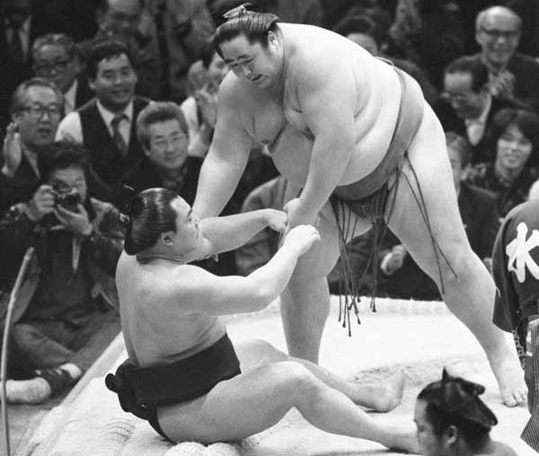 ○大乃国×千代の富士53連勝 198…:大相撲 連勝を止めた男たち ...