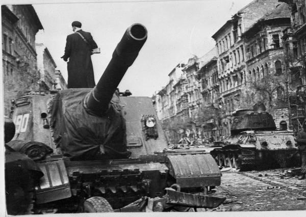 ハンガリー動乱1956 写真特集:時事ドットコム