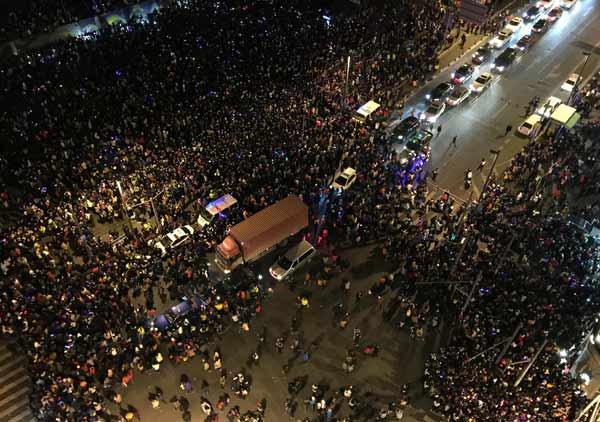 中国・上海で転倒事故〜36人が死亡〜 写真特集