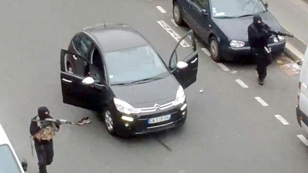 フランス週刊紙で銃撃、12人死亡〜イスラム風刺を掲載〜 写真特集